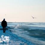 Zima nad morzem - Spacer brzegiem morza